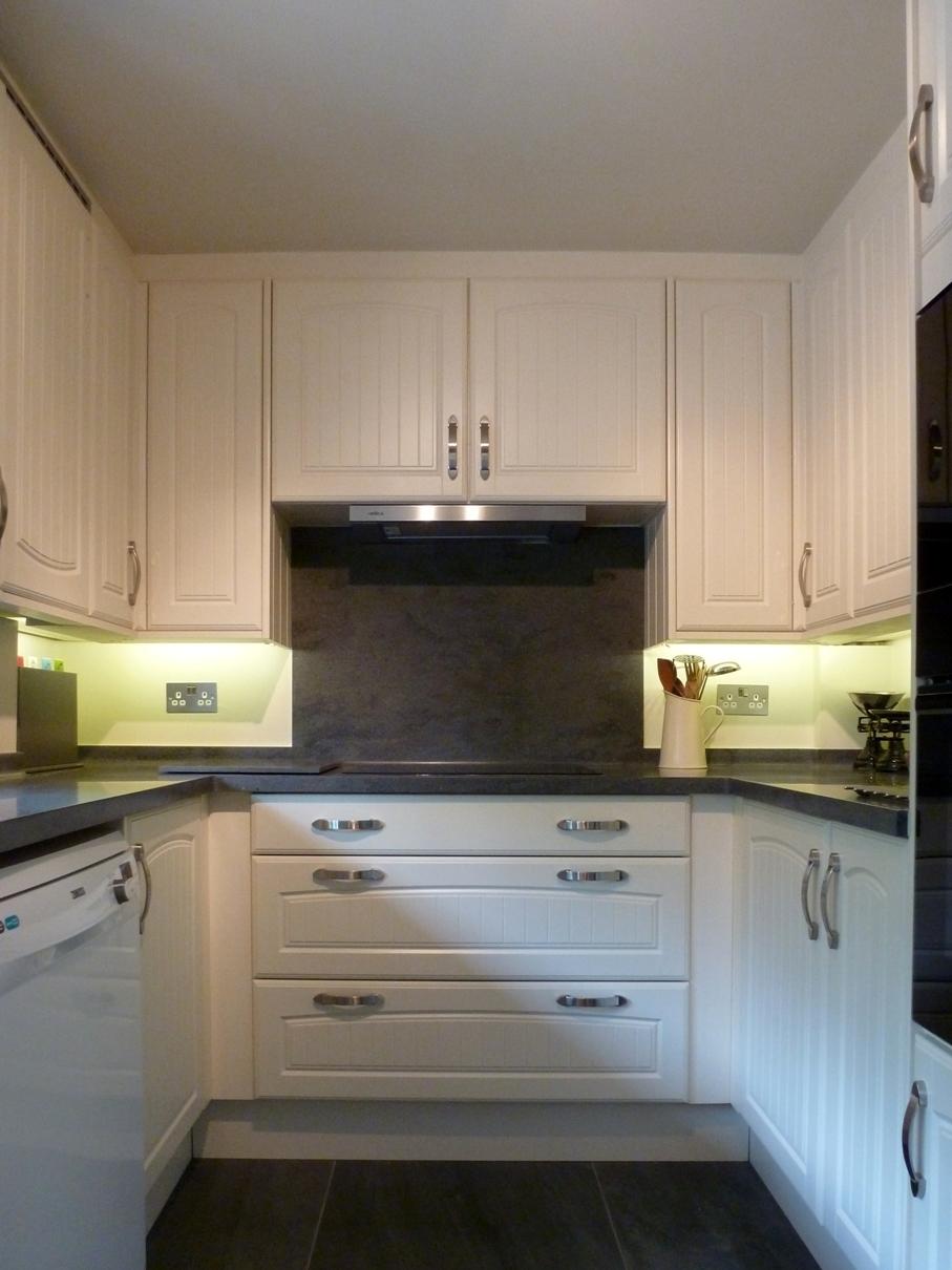 Kitchen design berkshire tile and bathroom place for Kitchen design visit