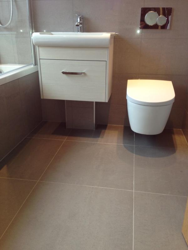 Bathroom storage ideas laundry basket tile and for Bathroom basket storage ideas